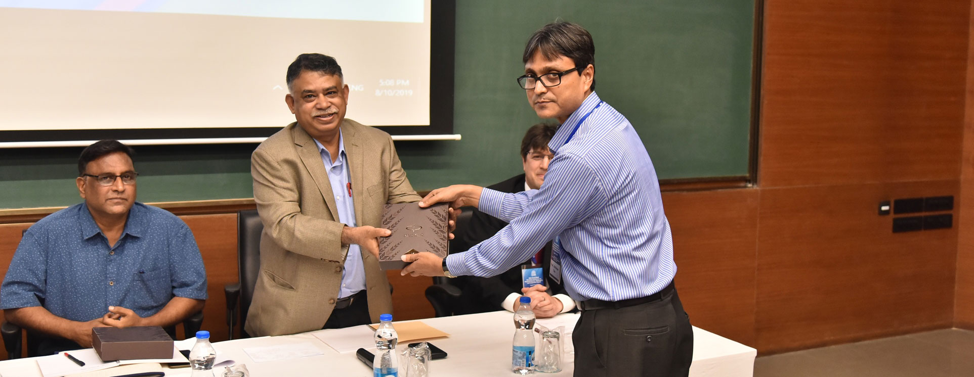 Prof. Abhiman Das handing over a memento to Prof. Subrata Sarkar, a panellist in the Financial Distress, Bankruptcy, and Corporate Finance Conference.
